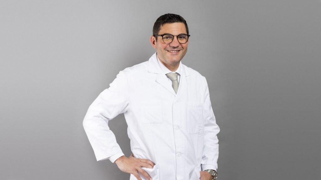Antonio Nocito, Direktor Departement Chirurgie und Chefarzt Chirurgie operiert mit dem Da Vinci Roboter